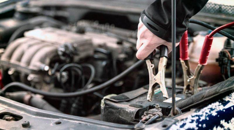 Come scegliere un caricabatterie per la tua auto