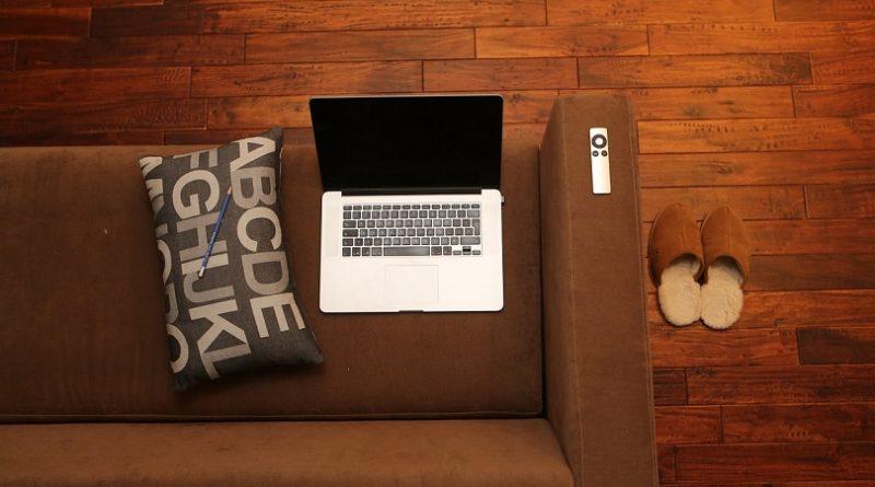 5 Grandi vantaggi di avere un laptop a casa
