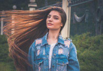 Consigli per lisciare velocemente i capelli e garantirne la durata
